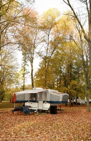Pop-up_camper_in_fall.jpg